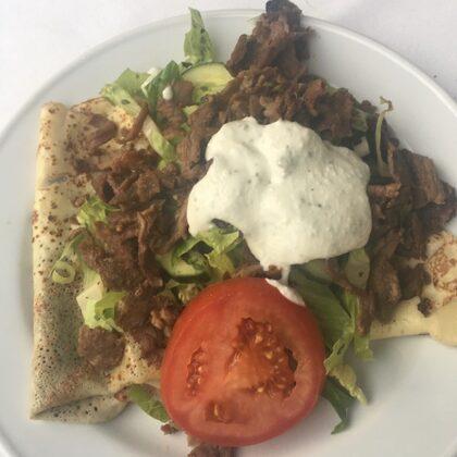 Hovedret med kebab og tzatiki